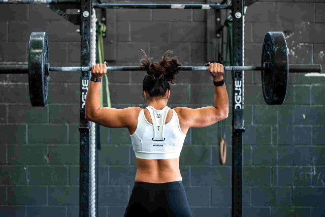 woman doing heavy weight lifting